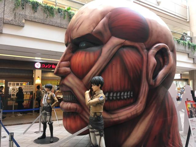 Attack on Titan: Il y a des titans géants dans ce centre commercial