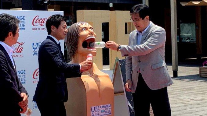 Attack on Titan: Gruselige Titanen stehen jetzt als Mülleimer in Japan